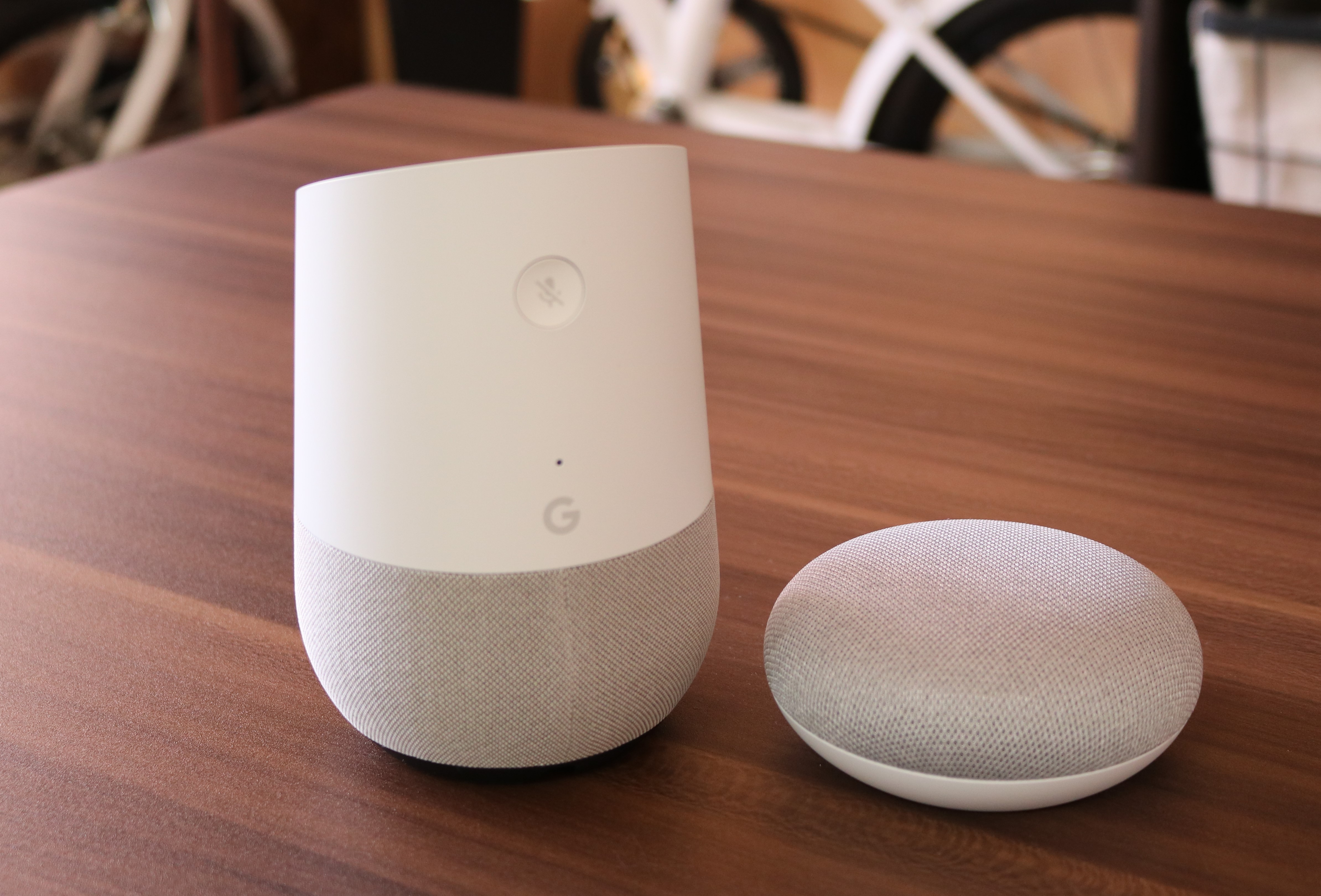 Google HomeとGoogle Home Miniの写真