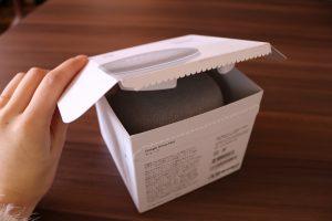 Google Home Miniの箱を少し開けた写真