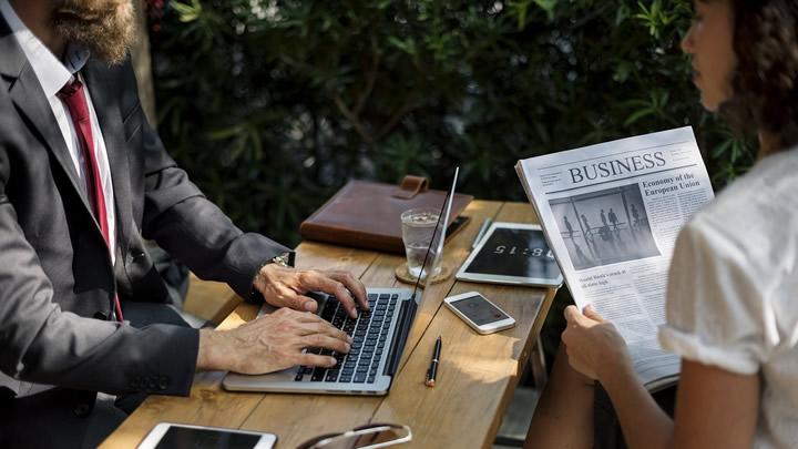 商談相手ごとに最適なアドバイスを行うAI(人工知能) イメージ