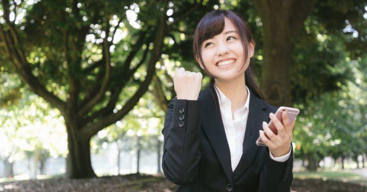 就職活動に励むAI女子のイメージ