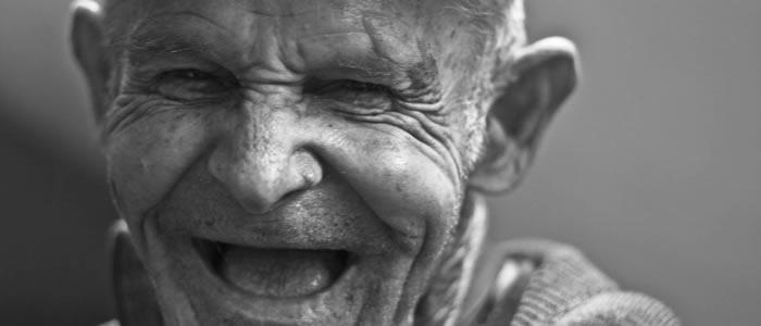 表情から感情を読み取る イメージ