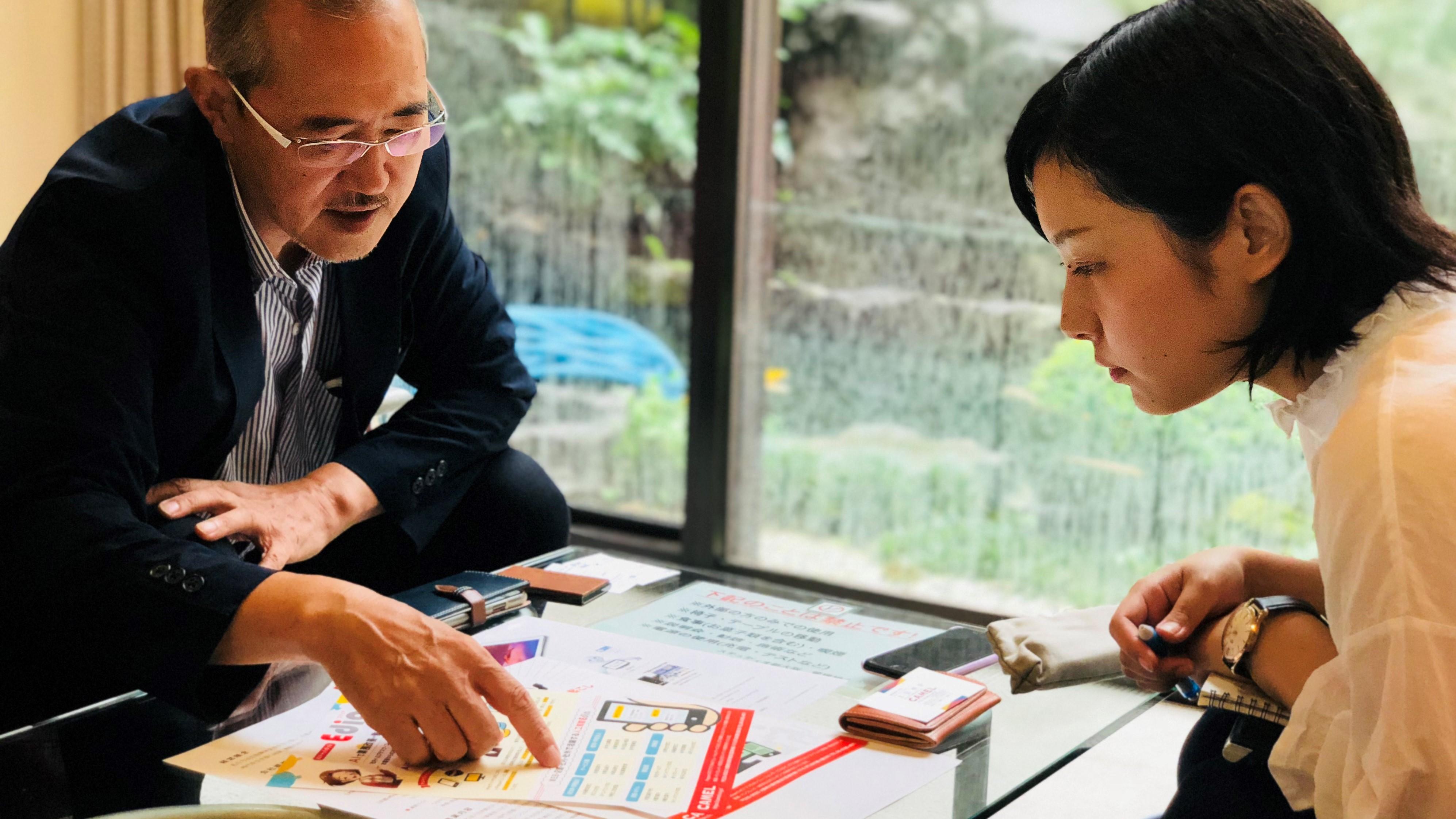 Ediaの資料を見ながら説明する太田さん