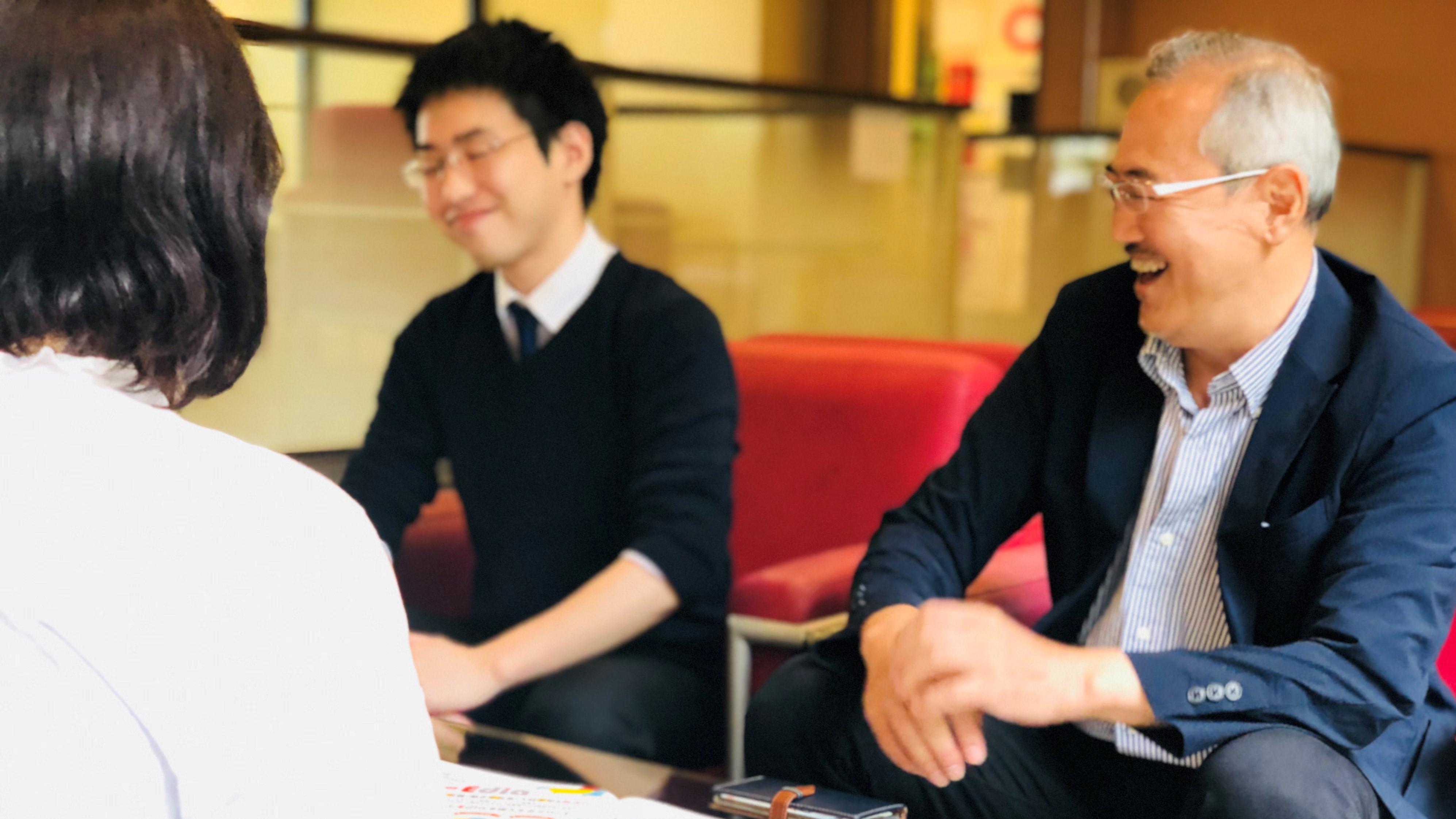笑う太田さんと苦笑する和田さん