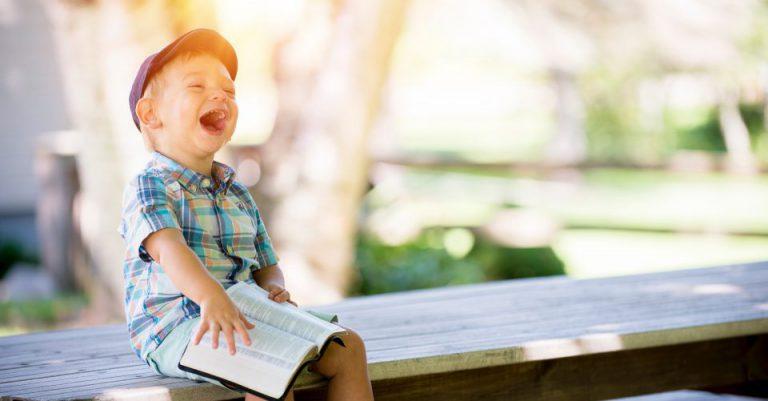 AIで子供が笑顔になるイメージ
