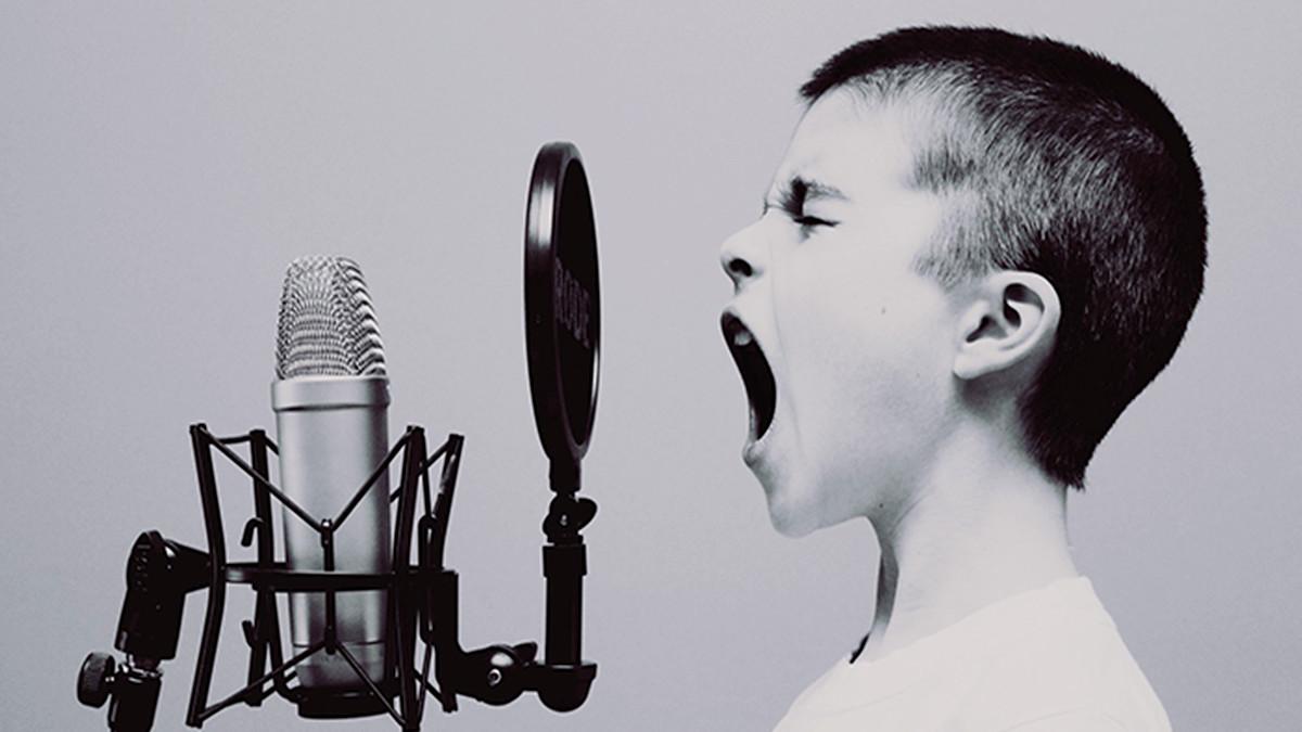 歌っているイメージ