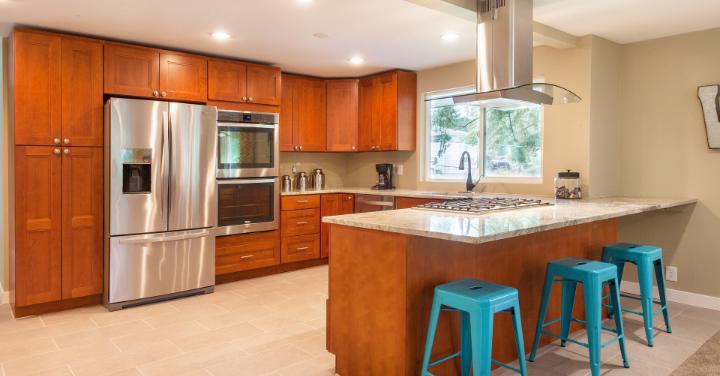 IoTレンジ、IoT冷蔵庫のあるキッチン