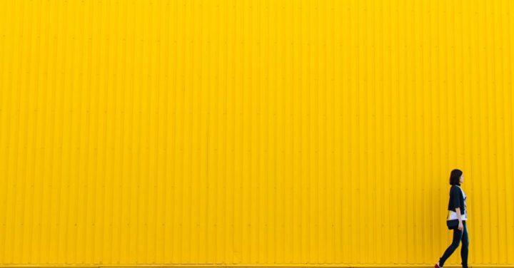 書籍の黄色のイメージ