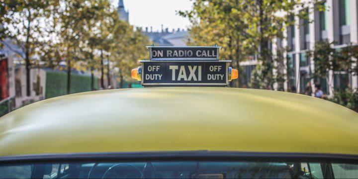 タクシーの提灯