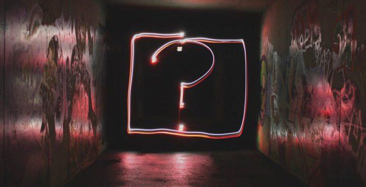 問いや疑問を連想させるイメージ