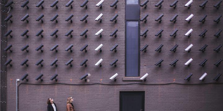 大量の防犯カメラ