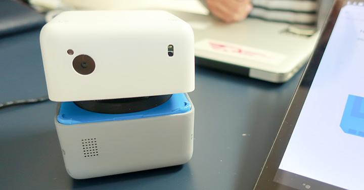 IoT対応のAIロボット「PLEN Cube」のイメージ
