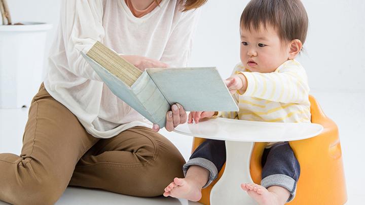 ママ代わりにロボットが絵本の読み聞かせ!子供の会話で展開に変化