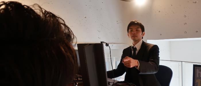 和泉さんがつっちーに異動を命じている様子