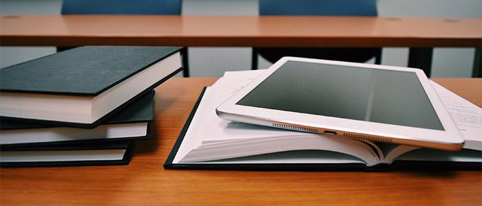 タブレットで勉強をするイメージ