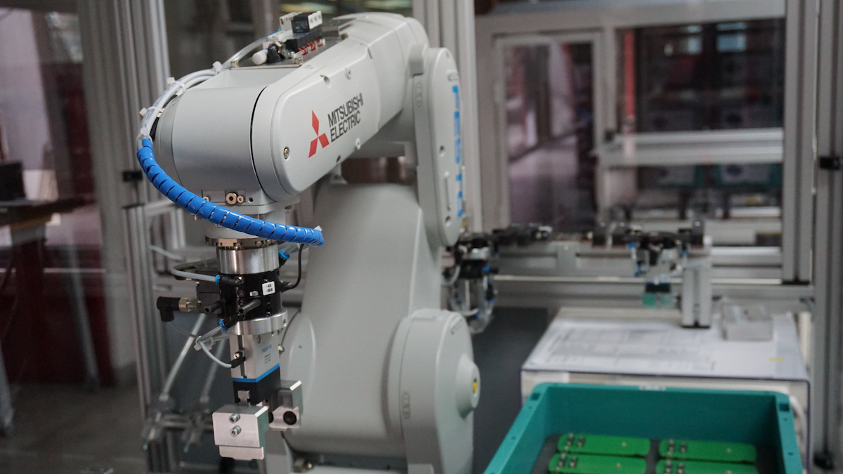 産業用ロボットへのAI(人工知能)適用によるメリットを事例で解説