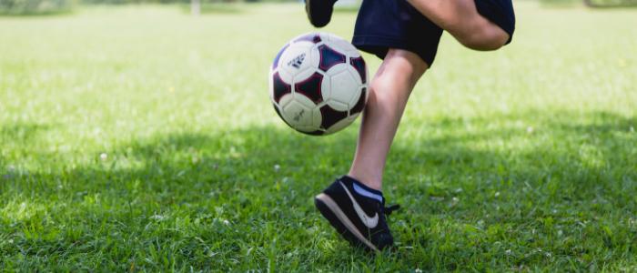サッカー少年のイメージ
