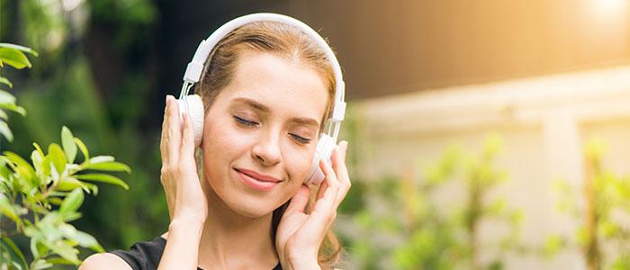 ラジオを聴くイメージ