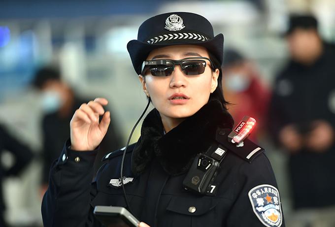 監視メガネのイメージ
