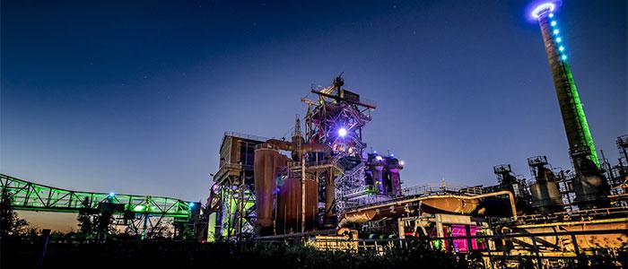 夜の工場のイメージ