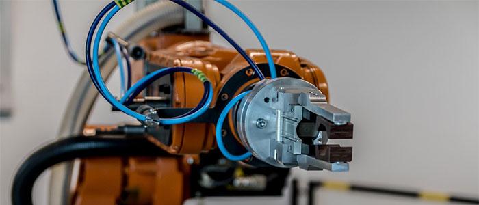 工場のロボットのイメージ