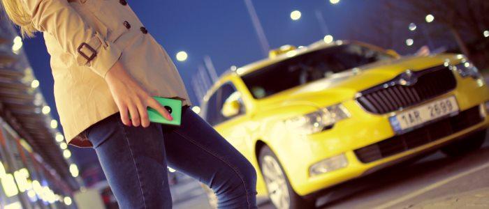 タクシーを呼ぶイメージ