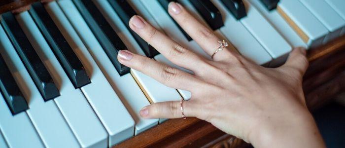 ピアノを弾くイメージ
