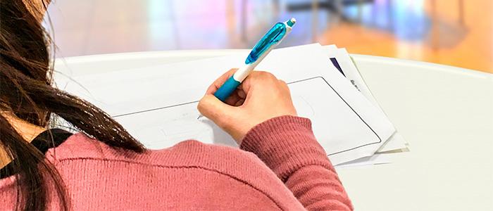 資格試験を受けるイメージ