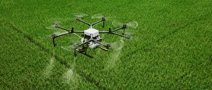 農業で活躍するドローンのイメージ