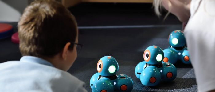 ロボットと人のイメージ