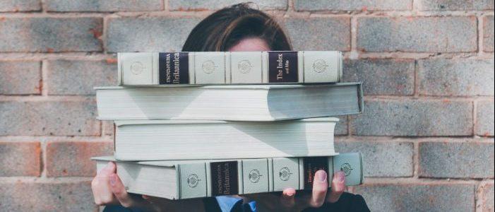 大量の本のイメージ