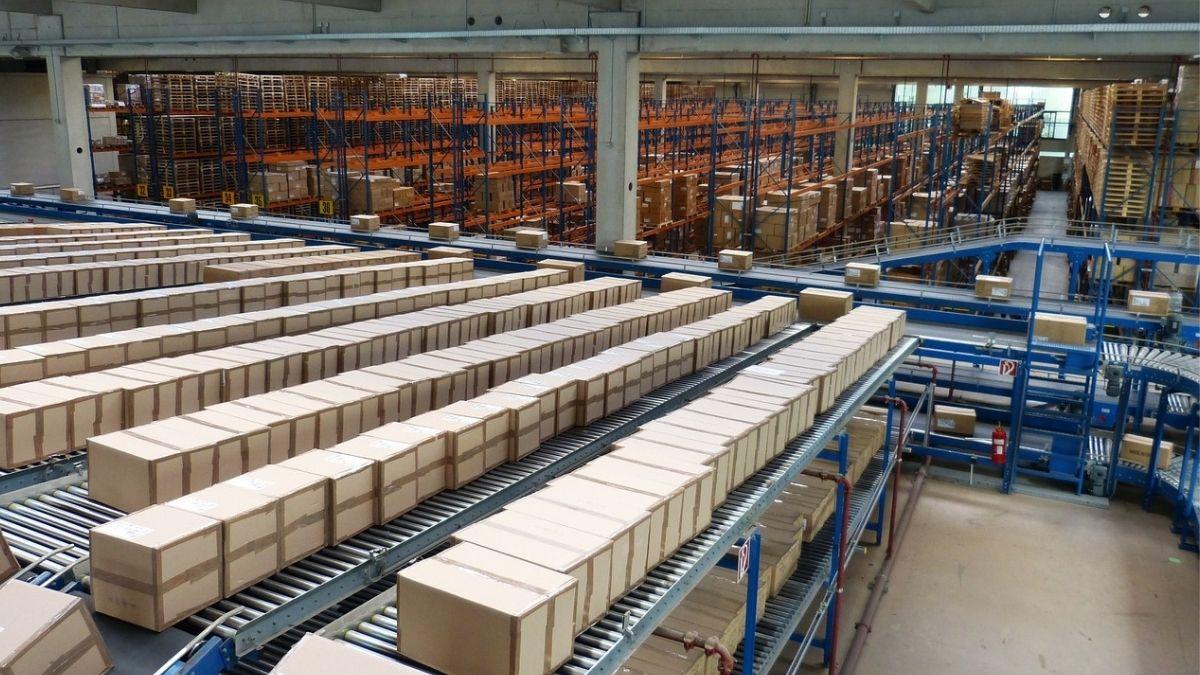 テクノロジーが倉庫・物流を効率化する!ロボット台車活用で進むDXとは