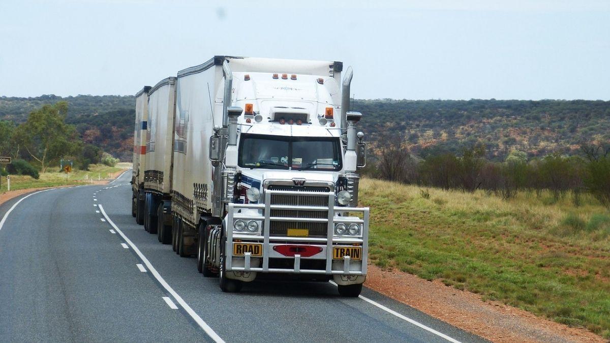 配送車両の情報を効率的に管理するTMS(輸配送管理システム)とは
