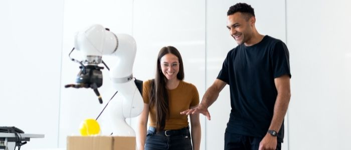 ロボットがマッサージをするイメージ